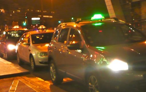 Taxis parisiens: lumignon vert ou rouge sur toit noir