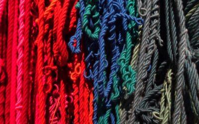 Sheila Hicks déploie la couleur dans l'espace du Centre Pompidou