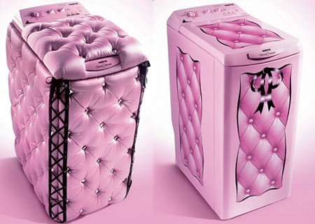 Un lave linge créé par Chantal Thomass, rose évidemment !